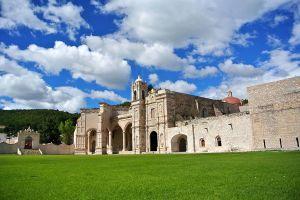 1024px-Convento_San_pedro_y_san_Pablo_Teposcolula