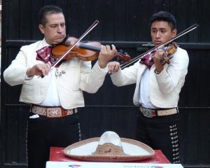mariachis-579814_1280