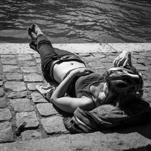 sunbathing-806378_640